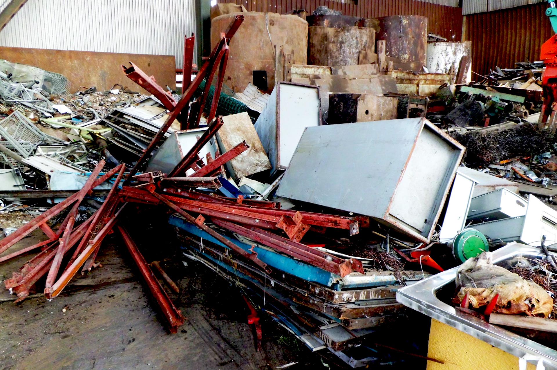 建物の解体工事や解体後の廃棄物の片付け